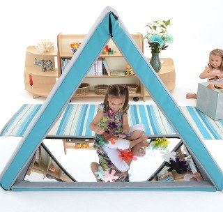 softtriangularmirrorhouse